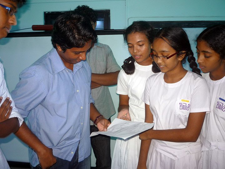 students explaining their constructed message to Thilina Heenatigala